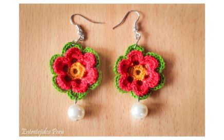 2857e7d40e2d Aretes o pendientes tejidos a crochet en forma de flor 2 paso a paso